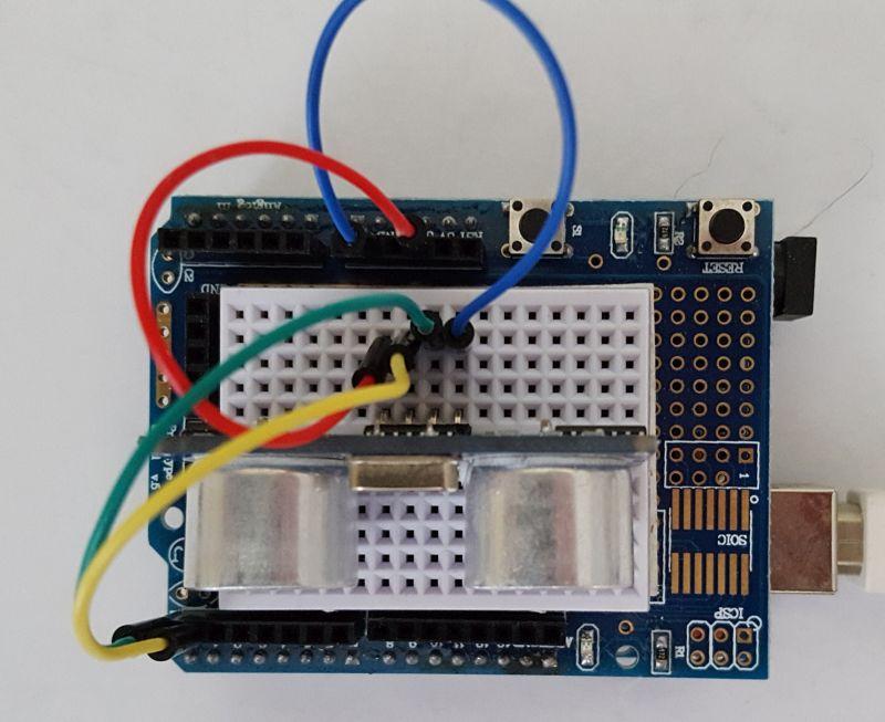Arduino mit Prortotyping Board und SR04 Verkabelung perspektivisch